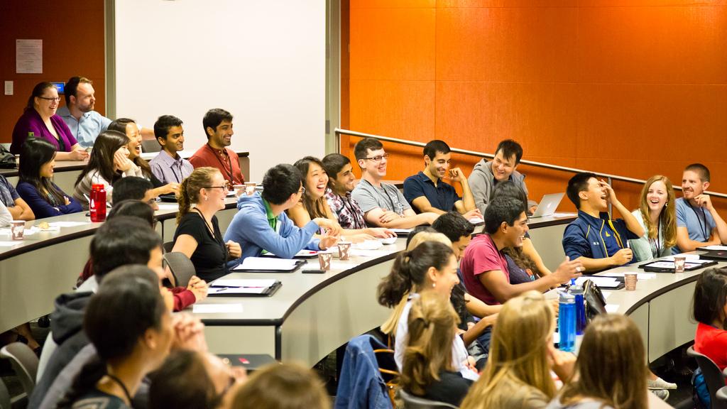 Ориентация на първокурсници в Колежа по медицина на Станфорд